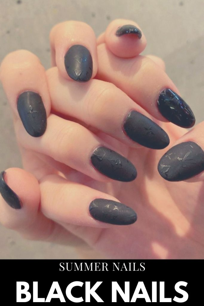 Black is a timeless classic, let's appreciate the black nails