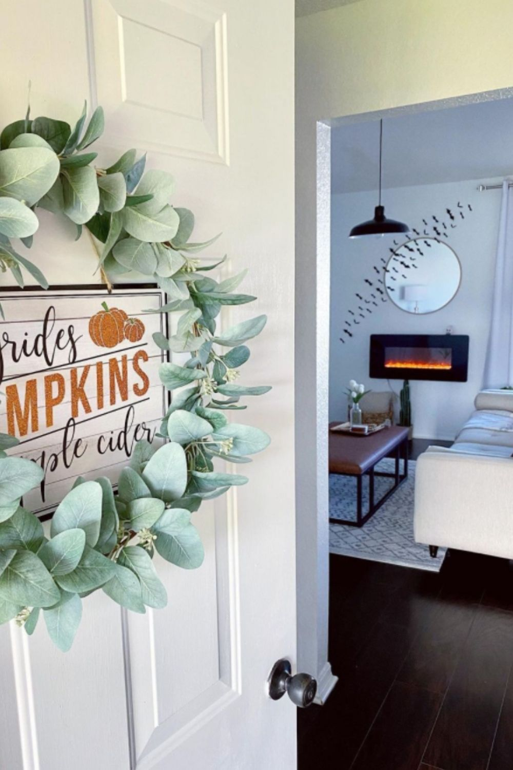 40 Best bats on the wall decorations for Halloween 2021